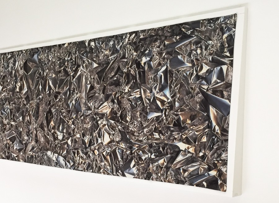 Seit 2011 ist das Kunstwerk im MAKK: der Webteppich von Pae White.