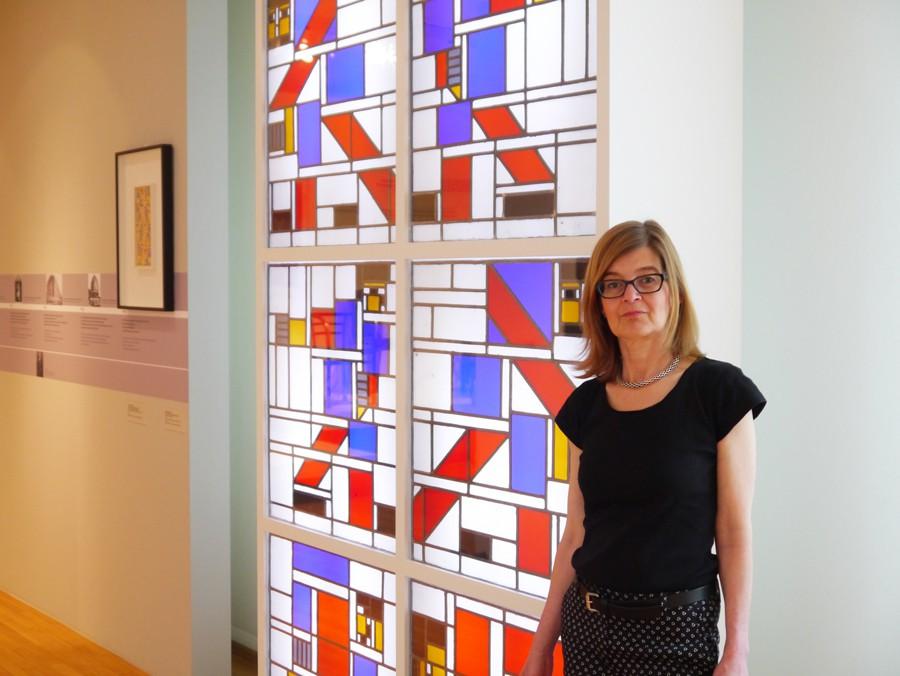 Das Bleiglasfenster `Die große Pastorale´ von Theo van Doesburg gehört zu den Lieblingsstücken von Andrea Kokoscha.