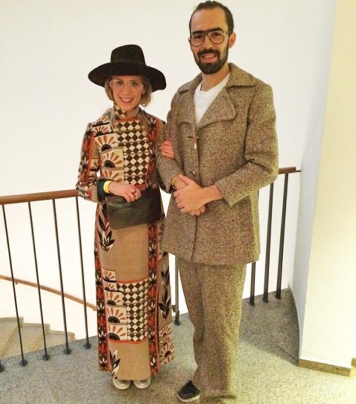 Teresa Guhl und Paul Effertz griffen zu den 70er-Jahre Outfits.