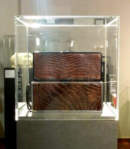Die Rückseite des `BP-10´ in Baby-Kroko-Leder.