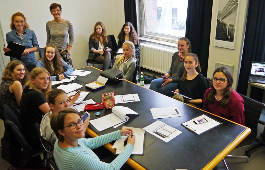 FWG-Schueler bloggen unter Anleitung von Kirsten Reinhardt und Dr. Andrea Imig im MAKK.